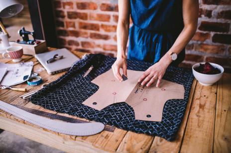 Burberry z nową inicjatywą ekologiczną – brytyjska marka przekaże niewykorzystane materiały młodym projektantom mody w Wielkiej Brytanii