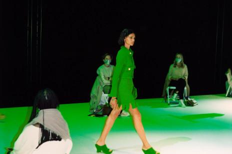Bottega Veneta wiosna-lato 2021. Namacalność mody