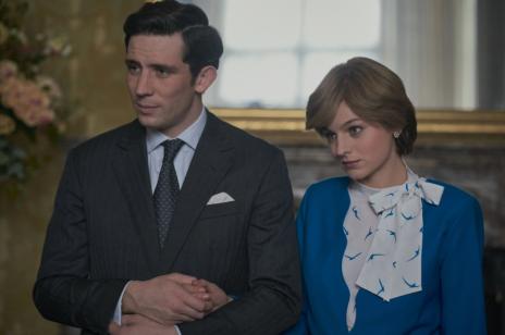 """""""The Crown 4"""". Z Emmą Corrin i Joshem O'Connorem (serialowymi Dianą i Karolem) zaglądamy za zamknięte drzwi pałacu Buckingham"""