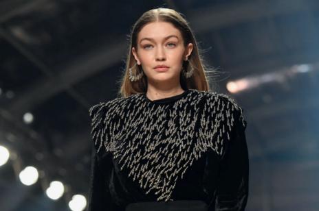 Gigi Hadid ma nową fryzurę. Modelka zdecydowała się na grzywkę w stylu modnych Francuzek. Jej zdjęcie polubiło już prawie 5 mln osób!