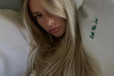 7 najlepszych suchych szamponów z drogerii, które uratują Twój bad hair day - najtańszy kosztuje mniej niż 8 złotych!