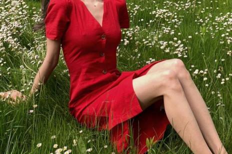 Modne sukienki na wiosnę, które wypatrzyłyśmy na wyprzedaży Reserved z rabatem do -50%