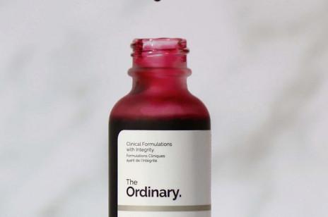 """Kosmetyki, które zastąpią ci """"krwawy peeling"""" z The Ordinary. Ten kultowy produkt ma 3 (tanie!) zamienniki"""