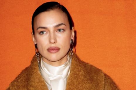Irina Shayk w modnym płaszczu od znanej marki. Zobacz zimową stylizację rosyjskiej modelki