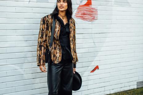 Ten styl podbija ulice Mediolanu. Street fashion po włosku prosto z Milan Fashion Week jesień-zima 2021/2022