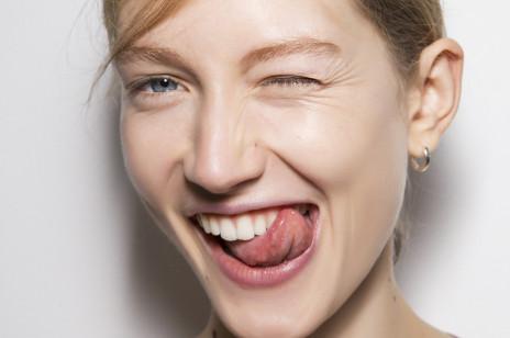 """Te kosmetyki z retinolem """"rozprasowują"""" zmarszczki mimiczne. Wybrałyśmy 3 najskuteczniejsze formuły w dobrej cenie"""