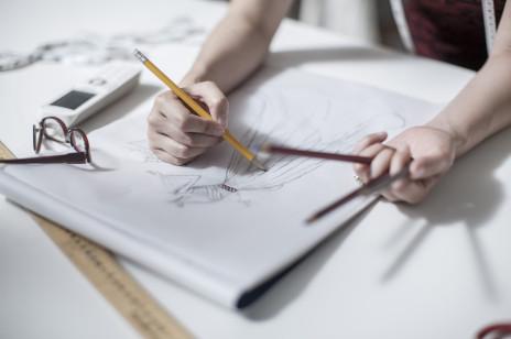 """Pierwsze kroki w zawodzie projektanta - rozmawiamy z laureatkami Międzynarodowego Konkursu na Najlepszego Projektanta """"Fashion in Białystok"""""""