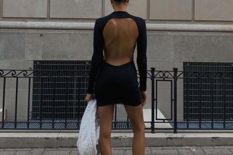 Romantyczne bluzki i sukienki z odkrytymi plecami: 7 modeli, które dodajemy do koszyka w tym sezonie