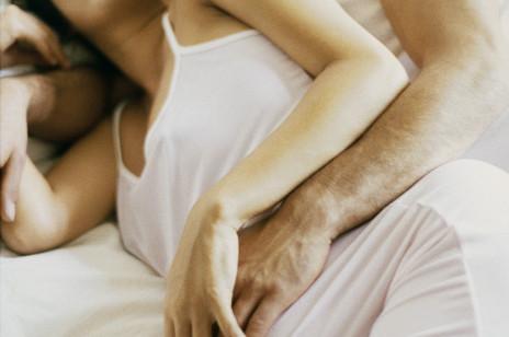 Pozycje seksualne w ciąży. Jak kochać się, by nie zaszkodzić sobie i dziecku?