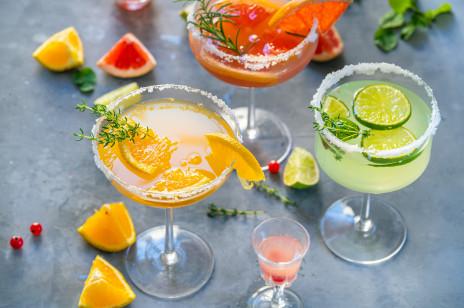 Drinki z wódką: 6 przepisów na domowe napoje z wódką czystą i smakową