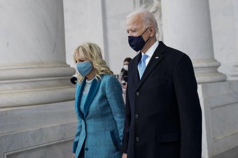 Jill Biden w kontrowersyjnej stylizacji, która podzieliła Internet. Czy to odpowiedni strój dla pierwszej damy?