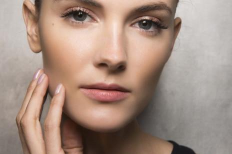 Najlepsze kremy z kolagenem wypełniające zmarszczki. Jak działają i jakie wybrać, żeby odmłodzić skórę?