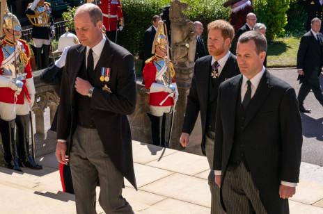 Książę William i książę Harry rozmawiali ze sobą po pogrzebie księcia Filipa. Czy bracia w końcu naprawią swoje relacje? Zobacz wideo