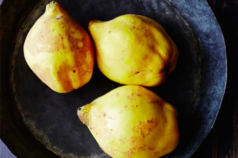 Nalewka z pigwy: przepis na najlepszą pigwówkę. Jak wykorzystać owoce pigwy z nalewki?