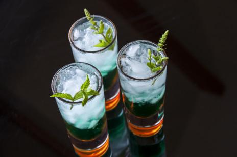 Kamikaze drink: jak go zrobić w 4 kolorach? [PRZEPISY]