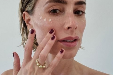 Najlepsze kremy przeciwzmarszczkowe po 45. roku życia. Odwracają wpływ menopauzy na skórę