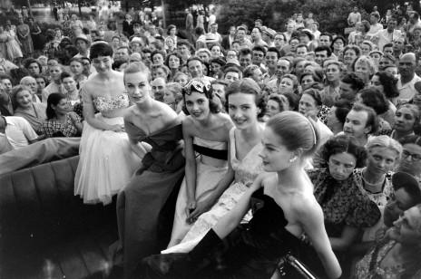 Suknia ślubna z papieru, czyli o wzlotach i upadkach jakości w historii mody