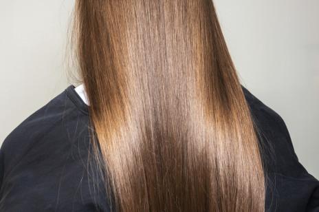 Woda ryżowa na włosy: daje efekt ekstremalnego wygładzenia już w 10 minut i skutecznie przyspiesza porost. Same to sprawdziłyśmy!