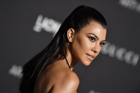 Pielęgnacja po czterdziestce według Kourtney Kardashian. Co robi najstarsza siostra Kim, aby młodo wyglądać?