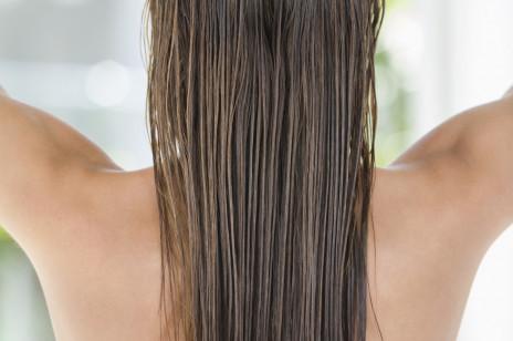 Maseczka z drożdży na włosy – prosty przepis na kosmetyk na porost i przetłuszczanie się włosów