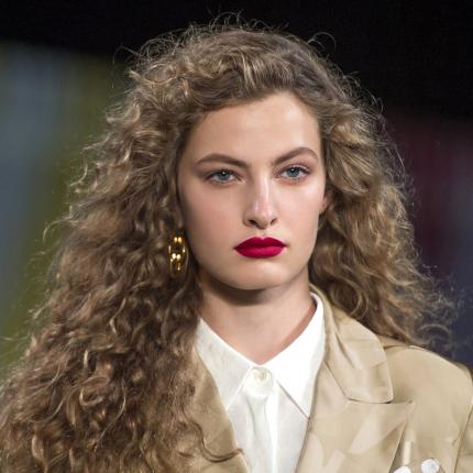 Kręcone Włosy Ellepl Trendy Jesień Zima 2019 2020 Moda