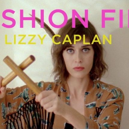 Fashion Film w stylu Lizzy Caplan