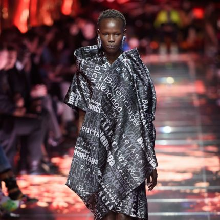 721da6c5 pokazy mody 2018 - Elle.pl - trendy wiosna lato 2019: moda, modne ...
