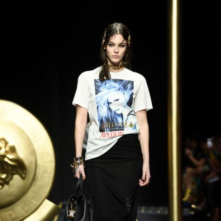 e1ed6ad481 versace - Elle.pl - trendy wiosna lato 2019  moda