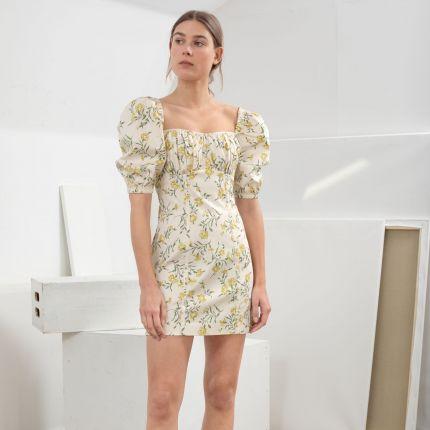 6def8a9dd638a Sukienki w kwiaty - wybrałyśmy 10 najpiękniejszych z aktualnych ofert  sieciowek