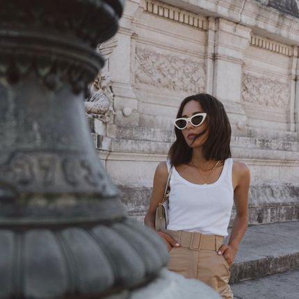 265ea330a4785b Okulary przeciwsłoneczne w białych plastikowych oprawkach – akcesoryjny  mikrotrend na lato 2019, który podbija Instagram