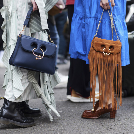 Street fashion: buty i akcesoria gości na London Fashion Week SS18