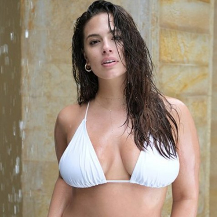 Ashley Graham w strojach kąpielowych Swimsuits for All