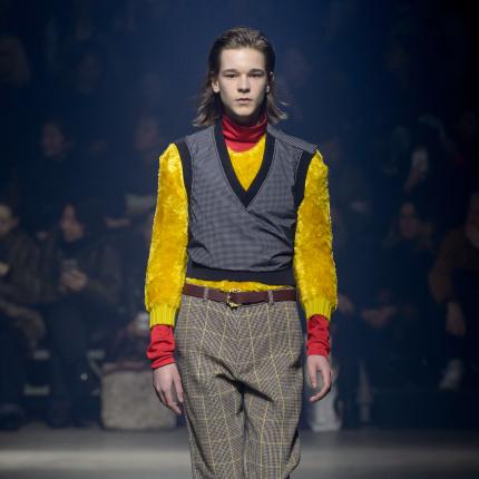 5260db7a32c8 22.01.2018 - Trendy · Moda męska  Kenzo jesień-zima 2018 2019
