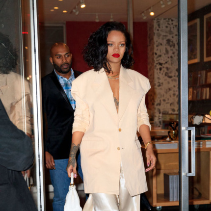 Rihanna w marynarce oversize [ELLE Spy]