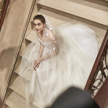 dcf048b867 Suknie ślubne Elie Saab jesień-zima 2019 2020 - Elle Wedding ...