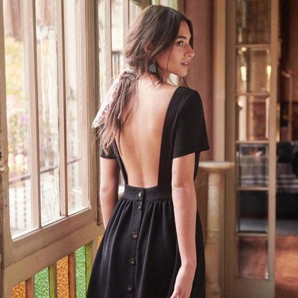 cd0d8d95e2 15.04.2019 - Moda · 10 najpiękniejszych sukienek z odkrytymi plecami na  wiosnę 2019