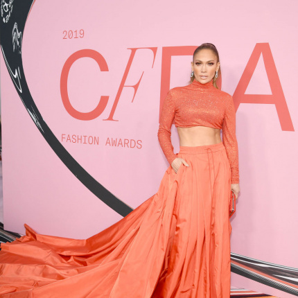 Jennifer Lopez na CFDA Fashion Awards [ELLE Spy]