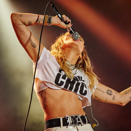 Miley Cyrus, The Raconteurs, Troye Sivan, Miles Kane i Jan Rapowanie na drugim dniu Orange Warsaw Festival 2019