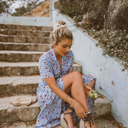 6bf52be0e00696 Modne sandały na koturnie na wiosnę i lato 2019. Wybieramy najpiękniejsze  modele z aktualnej oferty