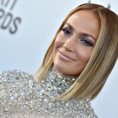 Jennifer Lopez w marynarce od polskiej marki! Gwiazda wystąpiła w niej w swoim najnowszym teledysku