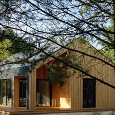 Dom nad jeziorem, projekt: : TOYA DESIGN Tomasz Wojtkowiak