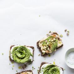 Przepisy z awokado: na ciepło, na zimno, fit, wege i na słodko. 10 ciekawcyh pomysłów na dania z awokado