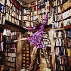 Bestsellery, które warto mieć na swojej półce: ranking najbardziej wciągających i inspirujących książek [TOP10]
