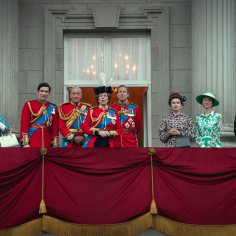 """Jeden z członków brytyjskiej rodziny królewskiej przyznał się, że ogląda """"The Crown""""! O kogo chodzi?"""