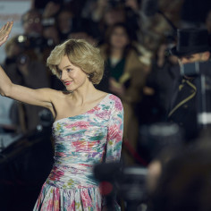 """Emma Corrin jako Diana w """"The Crown"""". Aktorzy i twórcy wypowiadają się o najważniejszej postaci w 4. sezonie serialu na Netflix"""