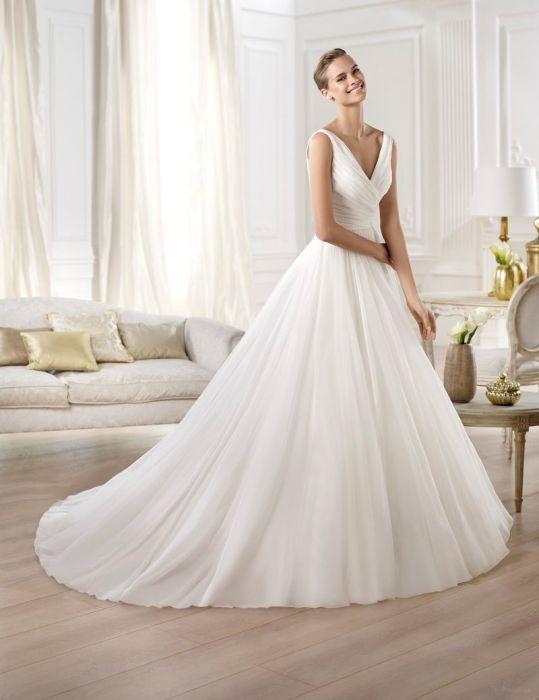 be527f9357 Suknie ślubne Atelier Pronovias 2015 - Elle Wedding - trendy wiosna ...