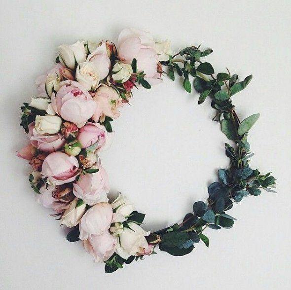 2b221ff905 Wianek z kwiatów - Elle Wedding - trendy wiosna lato 2019  moda ...