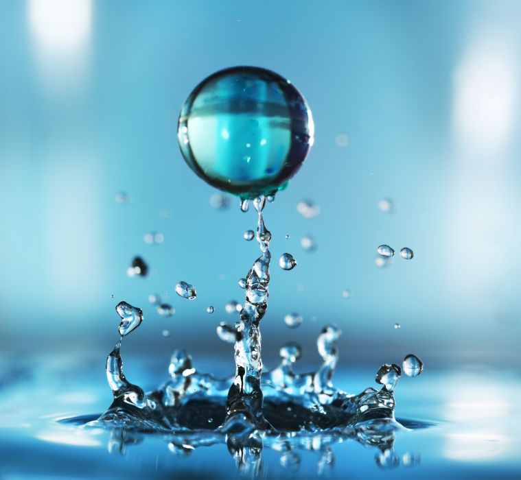 Wynaleziono Jadalną Kroplę Wody Która Ma Zastąpić
