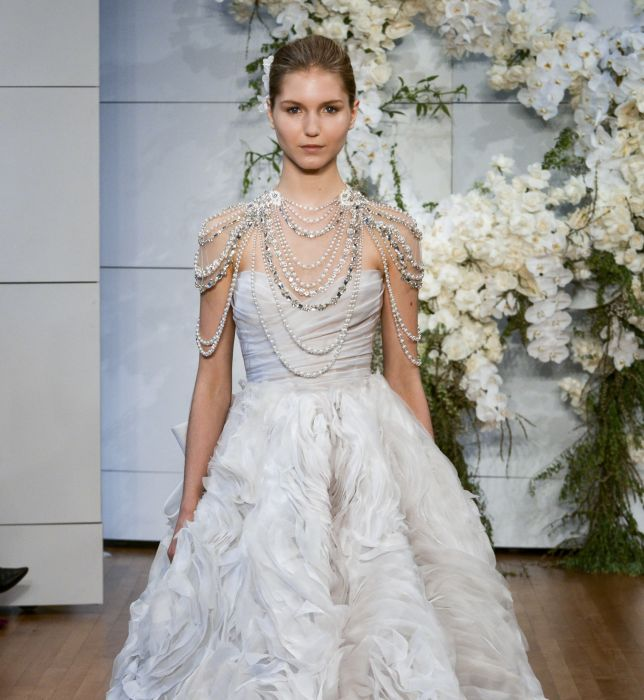 85d73ca9 Suknie ślubne Monique Lhuillier wiosna 2018 - Elle Wedding - trendy ...
