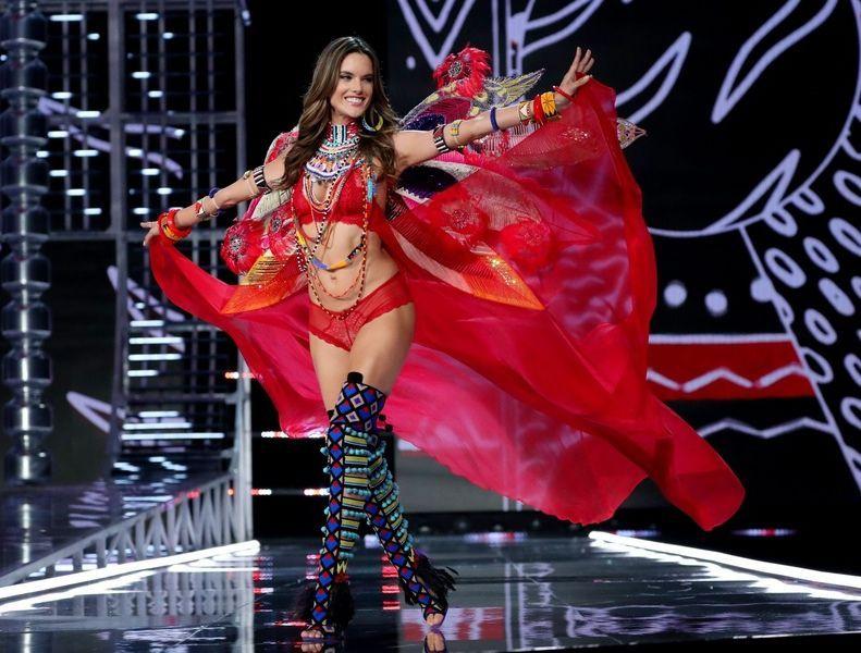 6fe409b492eea Alessandra Ambrosio nie jest już Aniołkiem Victoria's Secret! - Elle ...